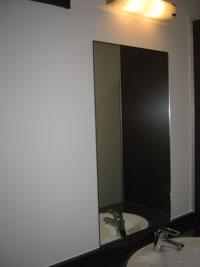 Tビル洗面鏡設置後2
