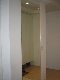K様邸玄関ルームミラー鏡設置後