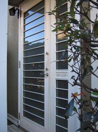 SG様邸玄関ドアカバー工法リフォーム前1