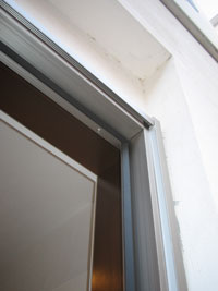 ZZ様邸玄関ドアカバー工法リフォーム途中2