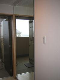 KM様邸玄関ルームミラー鏡設置後