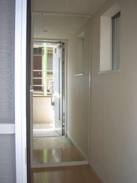 WN様邸玄関ルームミラー鏡設置後