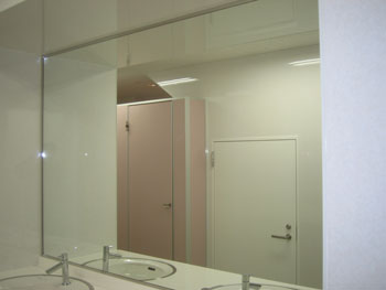 HKビル様洗面台鏡施工後1