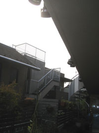 HKビル様廊下テラス屋根設置前