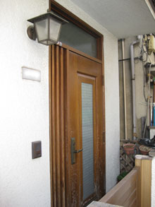 Kt様邸玄関ドアカバー工法リフォーム前1